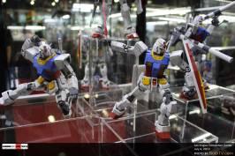 anime-expo-2013-exhibit-hall-figurine